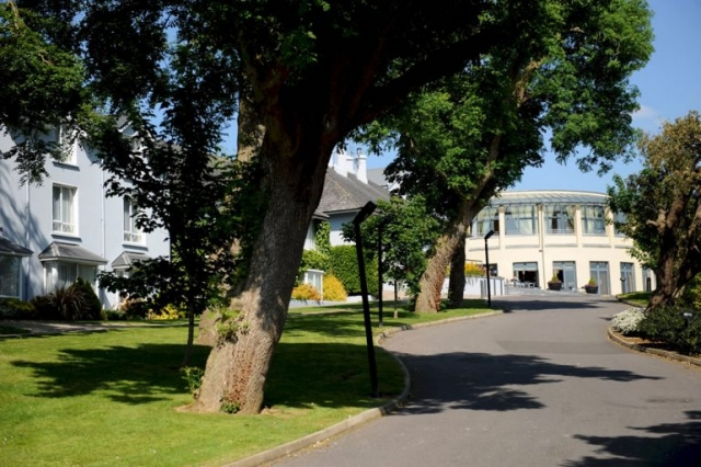 Ballyroe Heights Hotel Entrance