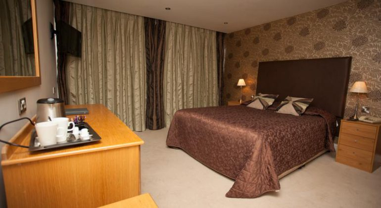earl of desmond hotel tralee bedroom 2
