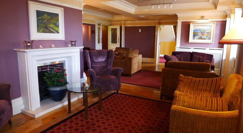 Ballyferriter Hotel Lounge