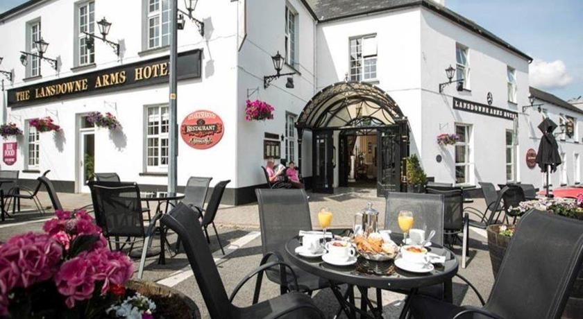 Lansdowne Arms Kenmare Dine outside