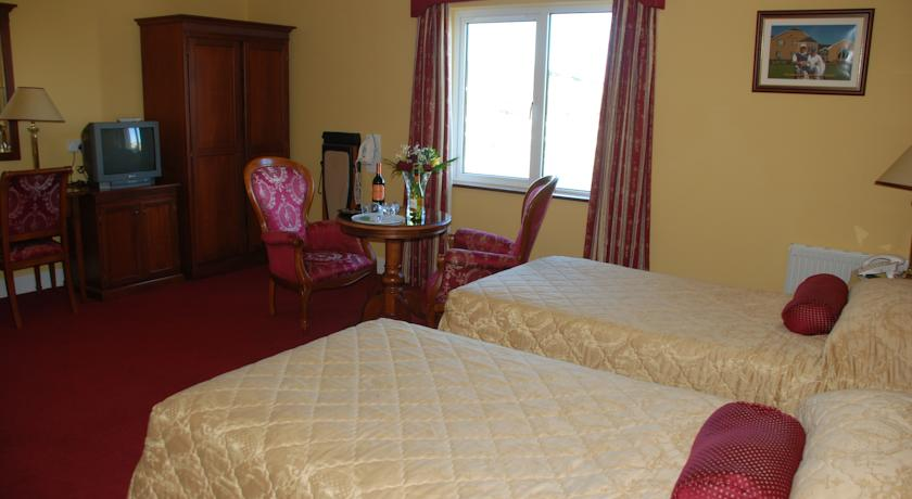 19th golf lodge ballybunion bedroom