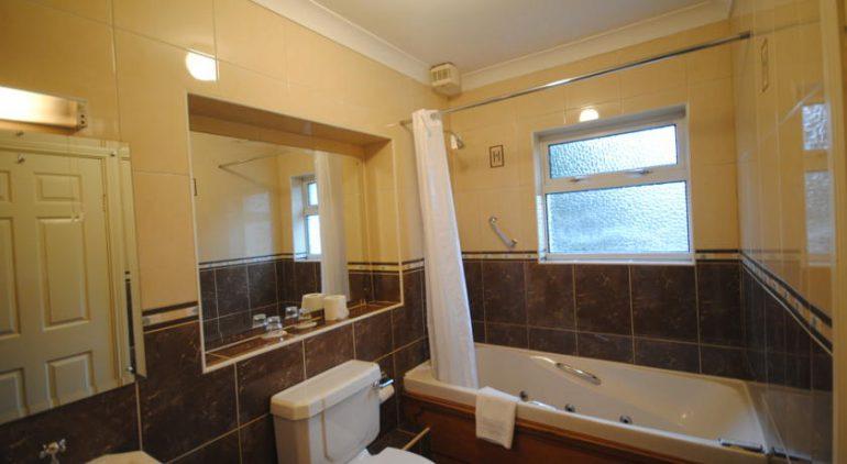 Ardree House B&B Bathroom