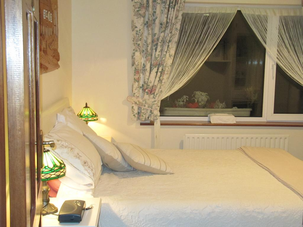 The Plough Ventry B&B Bedroom 3