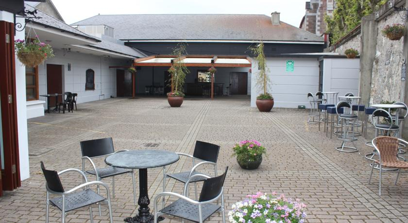 Benners Hotel Tralee Courtyard