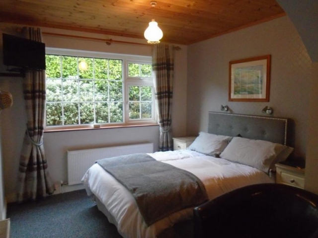 tahilla bed and breakfast double bedroom