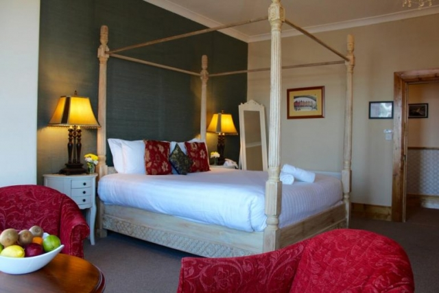 Royal Hotel Valentia four poster