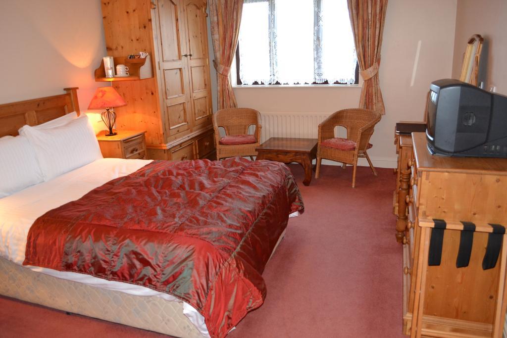 The Moorings Portmagee bedroom 1