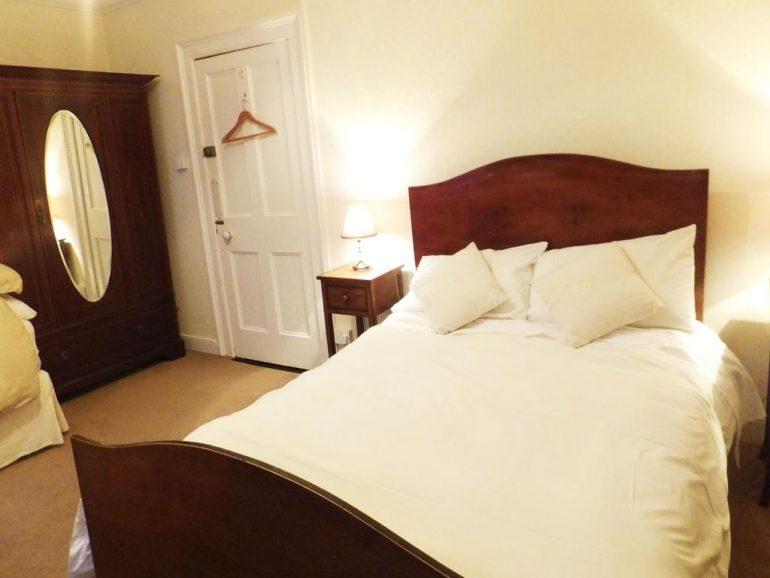 McMahons guesthouse listowel bedroom