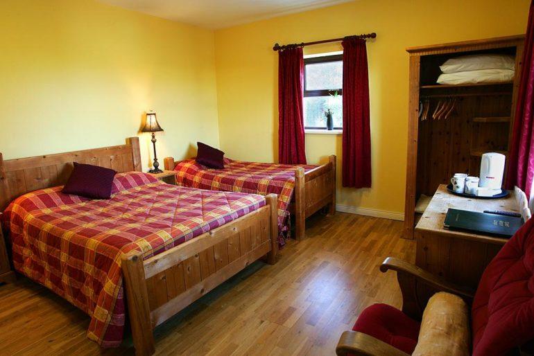 Kerry Ocean Lodge bedroom 1