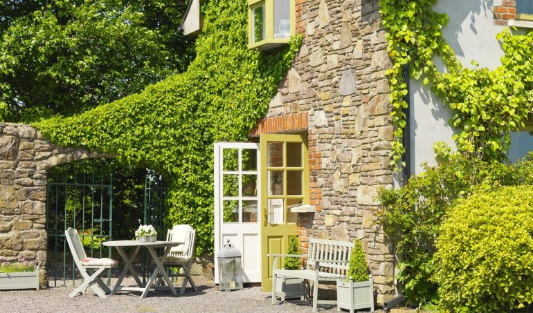 Courtyard Cottages al fresco