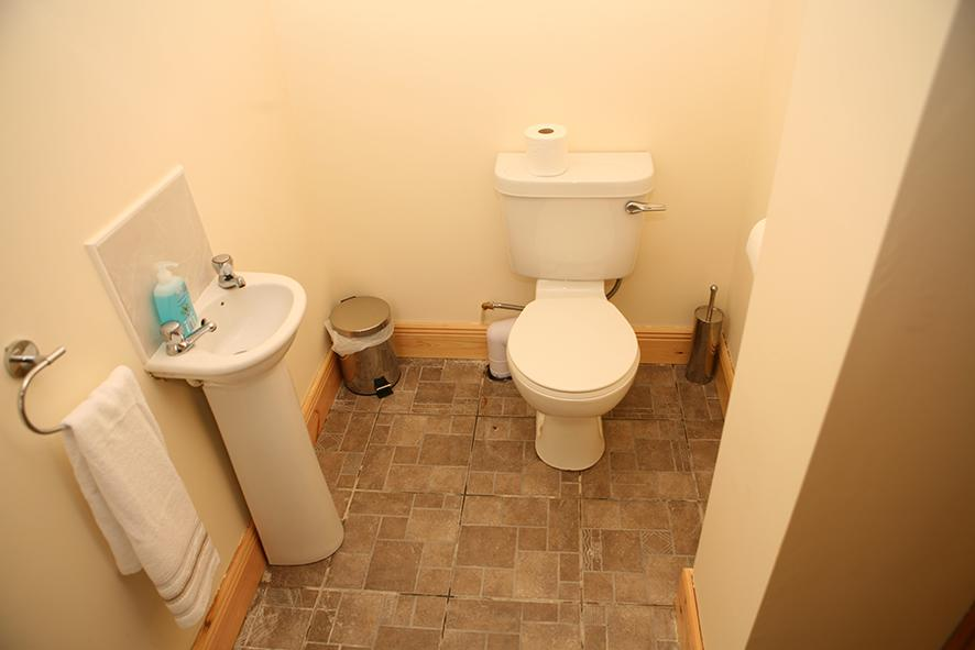 The Loft Self Catering Ardfert bathroom