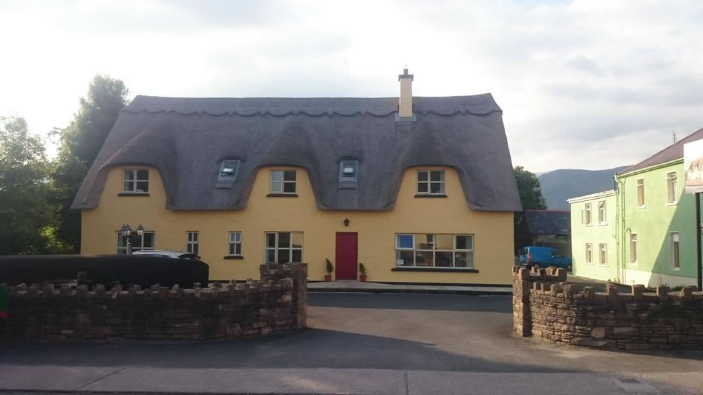 Inspiration Lodge Thatched B&B in Annascaul