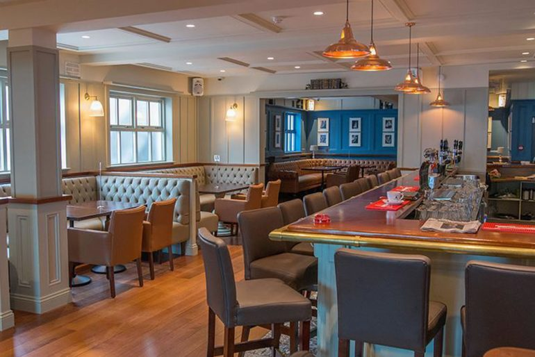 Sea lodge hotel waterville bar